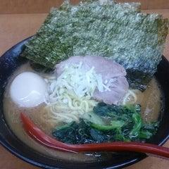 Photo taken at 横浜ラーメン武蔵家 幡ヶ谷店 by hi(ひ) on 10/17/2015