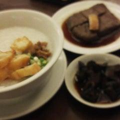 Photo taken at Hong Sin Restaurant by Fariyana A. on 12/11/2014