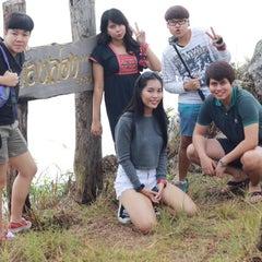 Photo taken at หน้าผาม่อนล่อง by Chickensshit Jaow on 10/24/2014