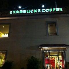 Photo taken at Starbucks by Eduardo P. on 11/17/2012