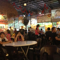 Photo taken at Kuta Bali Cafe (峇里城食坊) by Shearn S. on 7/18/2013