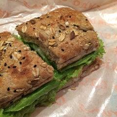 Photo taken at O'Briens Irish Sandwich Bar by TL™ on 11/11/2015