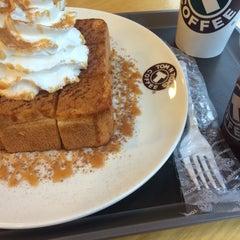 Photo taken at TOM N TOMS COFFEE by Kinam P. on 2/16/2015