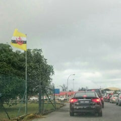 Photo taken at Sg. Tujuh Checkpoint (Brunei) by AD on 8/1/2015