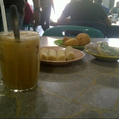 Photo taken at Solong Coffee by Mustaqim I. on 1/14/2013