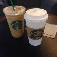 Photo taken at Starbucks (สตาร์บัคส์) by Panpizza ร. on 10/17/2015