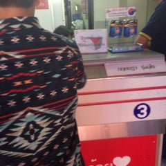 Photo taken at ไปรษณีย์ บึงทองหลาง (Bueng Thonglang Post Office) by Panpizza ร. on 7/10/2015
