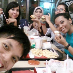 Photo taken at Burger King by Meydi R. on 5/6/2015