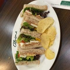 Photo taken at O'Briens Irish Sandwich Bar by Willy on 7/2/2015