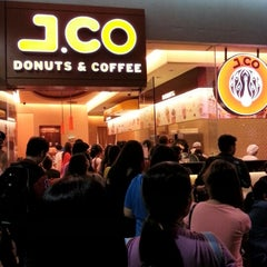 Photo taken at J.CO Donuts & Coffee by Charles R. on 9/15/2012