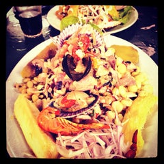 Photo taken at Cevicheria Picanteria El Paisa by Aarón R. on 10/19/2013