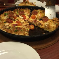 Photo taken at Pizza Hut by Truc H. on 9/23/2015