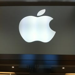 Photo taken at Apple Store, Chermside by Myron B. on 10/5/2012