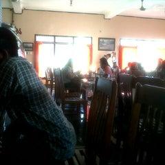 Photo taken at Rumah Makan Sari Asih by Galih_ P. on 8/11/2013