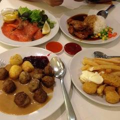 Photo taken at IKEA Restaurant & Café (อิเกีย ร้านอาหารและคาเฟ่) by NuToOn on 12/22/2012