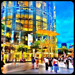 Photo taken at Siam Paragon (สยามพารากอน) by Poppaps P. on 7/10/2013