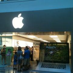 Photo taken at Apple Store, Bridgewater by Vinnie K. on 8/7/2012
