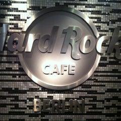 Photo taken at Hard Rock Cafe Berlin by Rodrigo on 8/1/2012