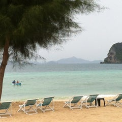 Photo taken at Koh Hai Fantasy Resort & Spa by KK C. on 8/17/2012