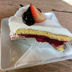 Photo taken at Parabola (พาราโบลา) by Kittiyaporn C. on 6/2/2012