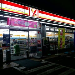 Photo taken at YSPS ヤマザキスペシャルパートナーショップ 湘南台5丁目店 by Yelm on 3/13/2012
