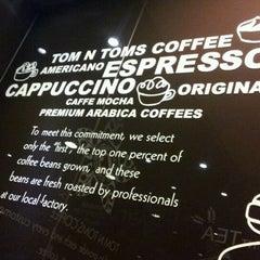 Photo taken at TOM N TOMS COFFEE by JJOO♥ K. on 6/3/2012