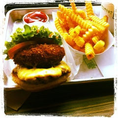 Photo taken at Shake Shack by Bo D. on 3/19/2012