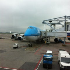 Photo taken at Gate E20 by Wiebe G. on 5/4/2012