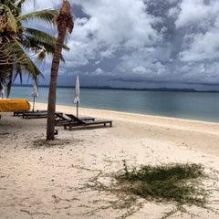 Photo taken at Mooban Talay Resort (หมู่บ้านทะเลรีสอร์ท) by Riemer P. on 9/12/2012