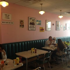 Photo taken at Cheeburger Cheeburger by Christof M. on 8/6/2012
