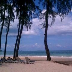 Photo taken at Sheraton Krabi Beach Resort by Elizabeth P. on 6/28/2012
