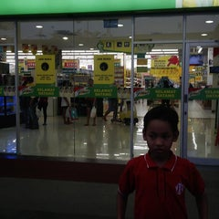 Photo taken at Giant Hypermart by Nulvi F. on 10/30/2013