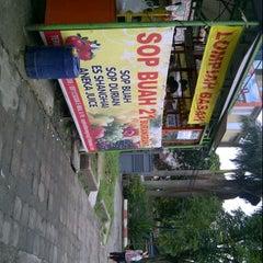 Photo taken at Sop buah 21 Burangrang by Liriana Dita P. on 10/30/2012