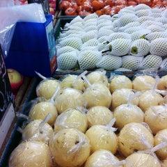 Photo taken at Palangkaraya Fruit by Jung L. on 6/1/2013