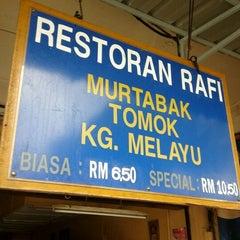 Photo taken at (Restoran Rafi) Murtabak Tomok Kg. Melayu by Fiza O. on 12/18/2012