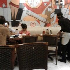 Photo taken at Pizza Hut by Dewi W. on 1/17/2014