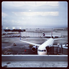 Photo taken at Delta Sky Club by Toyokazu Y. on 1/23/2013