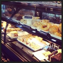 Photo taken at Starbucks by Artie R. on 9/21/2013