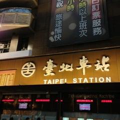 Photo taken at 捷運台北車站 MRT Taipei Main Station by Kueihua G. on 2/21/2013