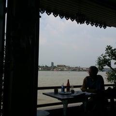 Photo taken at เรือนมอญริมน้ํา เกาะเกร็ด by Fung G. on 12/2/2012