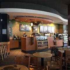 Das Foto wurde bei Starbucks von Cumhur D. am 5/3/2015 aufgenommen