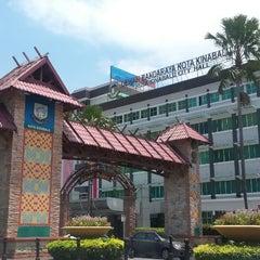 Photo taken at Dewan Bandaraya Kota Kinabalu by Andi on 3/12/2015