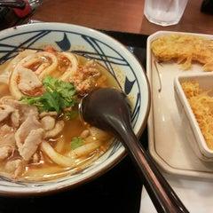 Photo taken at Marugame Seimen (มารุกาเมะ เซเมง) 丸亀製麺 by Fangg S. on 7/26/2015