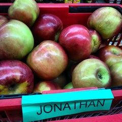 Photo taken at Eddie's Market of Mt.Vernon by Jonathan A. on 10/20/2012