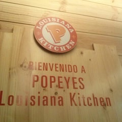 Photo taken at Popeyes Louisiana Kitchen by Dora Lucia V. on 1/15/2013