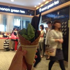Photo taken at nana's green tea 東京スカイツリータウンソラマチ店 by Beau on 6/15/2015