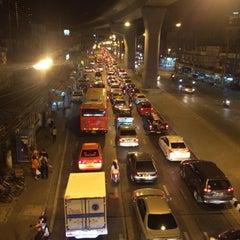 Photo taken at แยกแคราย (Khae Rai Intersection) by ToonPota♡ on 12/9/2015