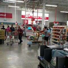 Photo taken at BJ's Wholesale Club by Oneil W. on 10/25/2015