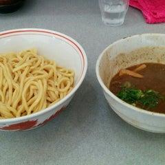 Photo taken at 麺屋白頭鷲 by Takeshi J. on 6/21/2014