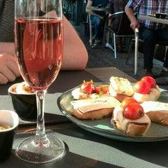 Photo taken at Manjefiek Brasserie by Charlotte V. on 6/4/2015